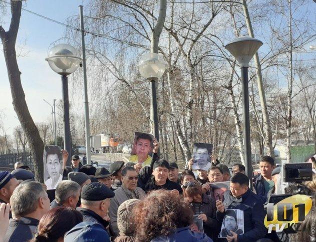 Родные политактивиста Дулата Агадила требуют повторного расследования его гибели