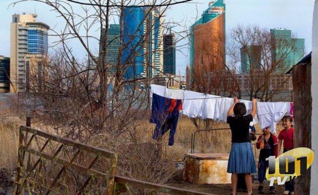 В декабре 2005 года после победы на выборах Назарбаев заявил, что к концу 2015 года каждый казахстанец будет иметь три связки ключей.
